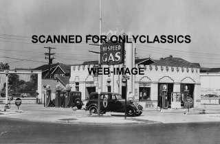 1933 HI SPEED GAS STATION GLOBE PUMP  FORD DEALER PHOTO