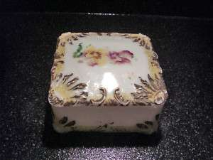 ANTIQUE DITHRIDGE RAY END MILK GLASS HANDKERCHIEF BOX