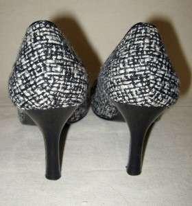 STEVE MADDEN Black & White Fabric Pumps Size 7